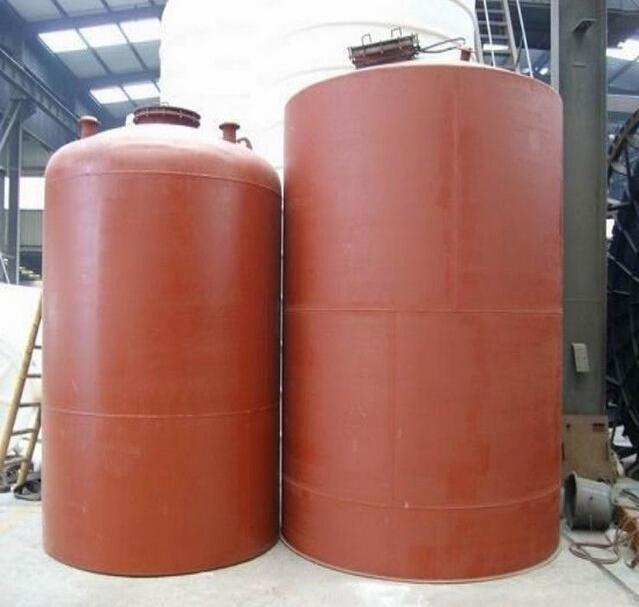 储罐区排水系统应设水封井;排水管在防火堤